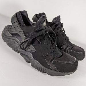 Women's all black Nike Huaraches shoes size 8.5